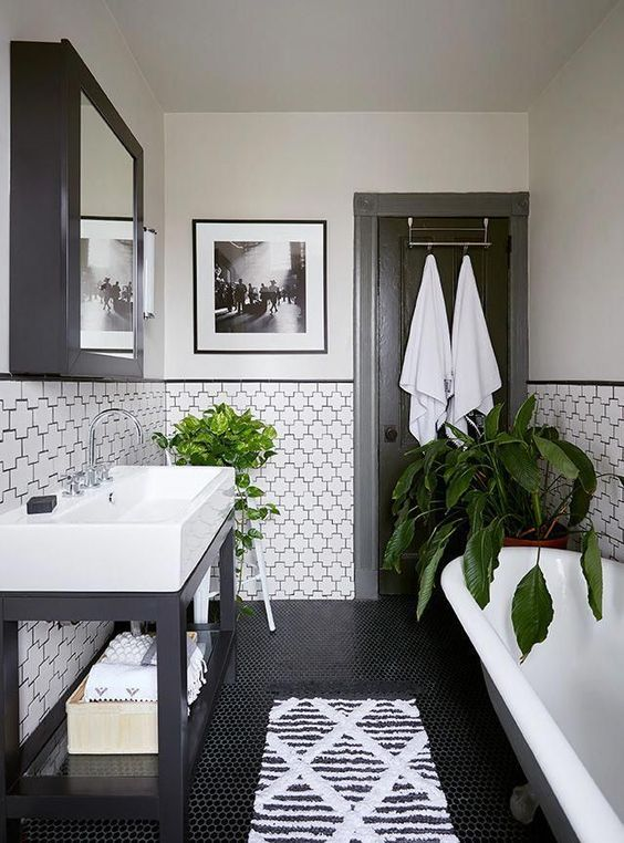 black-and-white-bathroom-2.jpg